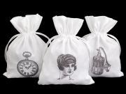 Bag with vintage print to store your stockings